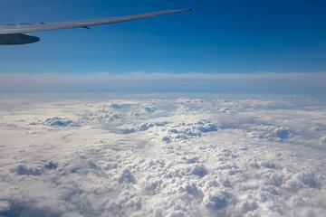 비행기에서 바라보는 구름의 바다 Fotobehang