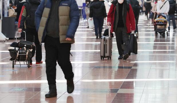 コロナ禍の東京・羽田空港 / Departure floor in Tokyo Haneda International Airport