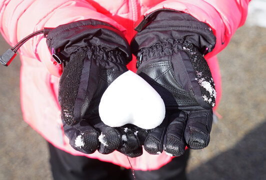 snow heart hold in kids hand with gloves
