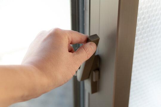 扉をロックする
