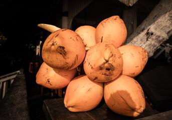 Owoce króla kokosów, pomarańczowy kokos.
