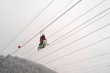 Fototapeta Sky bike in the winter mountains. obraz
