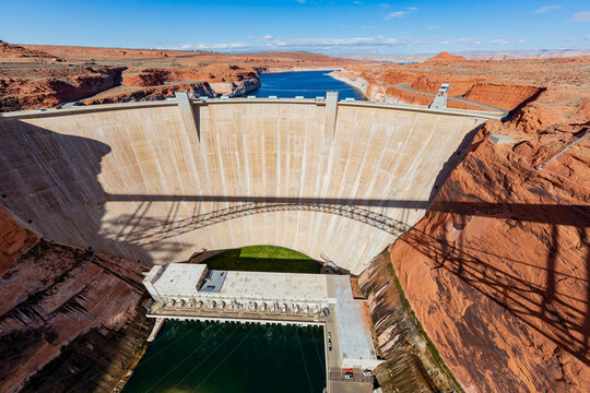 Sunny view of the famous Glen Canyon Dam
