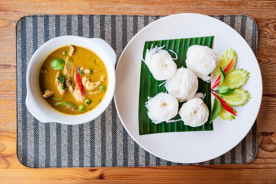 Rice Noodle with Green Chicken Curry