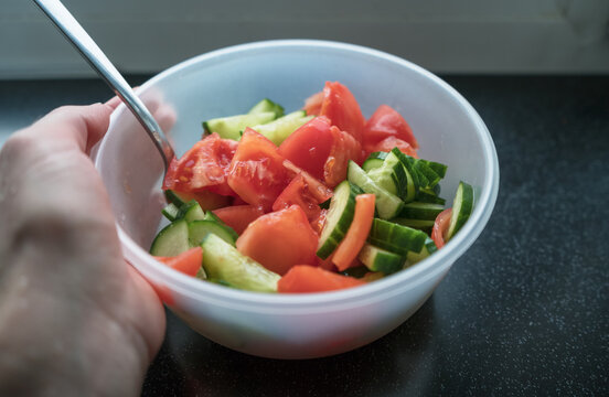 woman holding bowl of healthy vegetable salad
