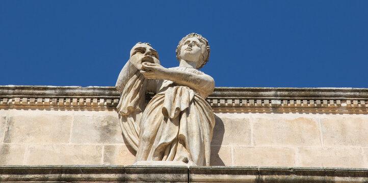 Statue de théâtre.