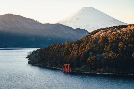 富士山と鳥居 日本の風景 観光旅行