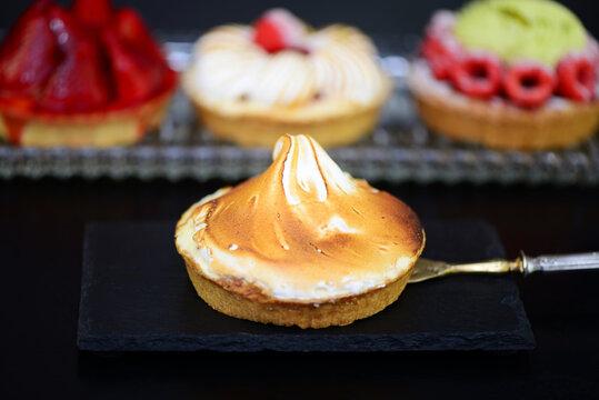 Obst -Tartelette mit Baiser