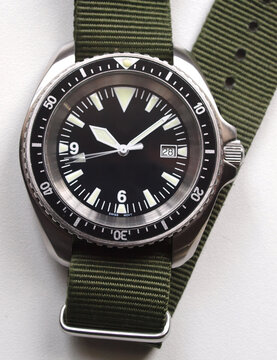 classic military diver watch black dial and nato green strap