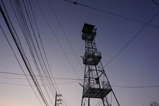 電線と半鐘台