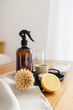 Step by step instruction of non toxic home cleaning detergent recipe made of vinegar, baking soda and lemon. Eco friendly zero waste household concept.