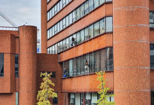 고층건물 외벽청소 (고층빌딩유리청소)
