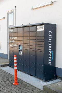 Deutschland , Calau , 03.03.2021 , Die neue Art sich Pakete von Amazon zustellen zu lassen , der Amazon Hub oder Amazon Locker