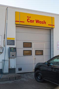 Deutschland , 03.03.2021 , Calau , Einfahrt in die Shell Autowaschanlage