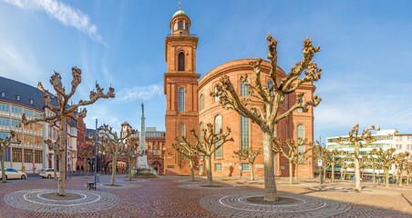 Obraz Panorama picture of Frankfurt Pauls Square with historic Paulskirche church against blue sky and sunshine - fototapety do salonu