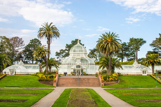 USA, California, San Francisco, Golden Gate Park and the Conservatory of Flowers