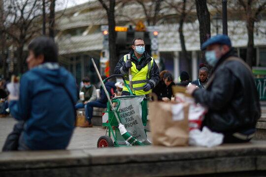 Paris street sweeper Ludovic Franceschet aka @ludovicf_off who became a TikTok celebrity