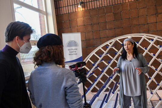 Mosque founder Seyran Ates speaks in Berlins Ibn-Rushd-Goethe mosque