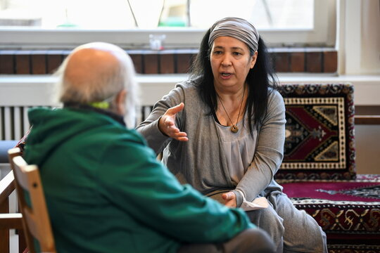 Mosque founder Seyran Ates speaks to a parishioner in Berlins Ibn-Rushd-Goethe mosque