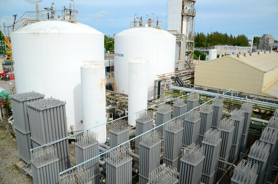 Liquid oxygen or liquid nitrogen plant and heat exchange coils from chemical plan at petrochemical plant, oil and gas, refinery or power plant for industrial plant.