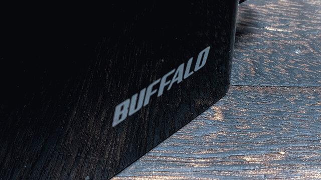Wi-FiルータのBUFFALO(バッファロー)ロゴ クローズアップ。2021年3月撮影/日本