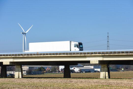 route autoroute transport camion eolienne transporteur