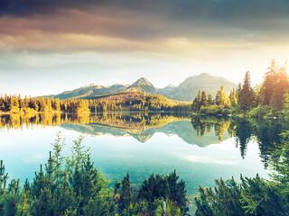 Calm lake in National Park High Tatra. Location place Strbske pleso, Slovakia, Europe. Fototapete