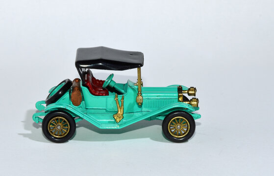 Toy diecast model of a Green 1911 Maxwell Roadster  a Matchbox yesteryear Y-14 product by Lesney with white background