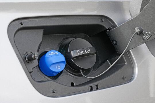 Tankeinfüllstutzen für AdBlue und Diesel