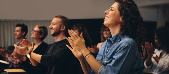 Obraz Business professionals applauding at a seminar - fototapety do salonu