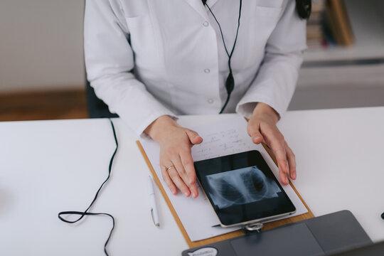 Pulmonologist prescribing treatment for sick person