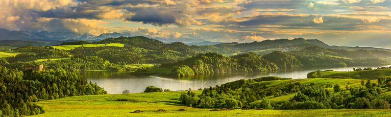 Panorama jeziora Czorsztyńskiego, ruiny zamku