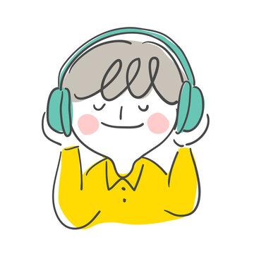 헤드셋으로 음악을 듣고 있는 노란색 티셔츠의 짧은 머리 아이