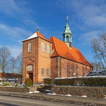 Schlosskirche Ahrensburg, eine Kirche im Stil der Nachgotik in Schleswig-Holstein, Deutschland im Winter