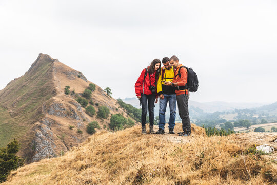 Hikers map reading, Chrome Hill, Peak District, Derbyshire