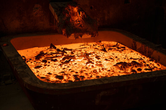 Molten hot titanium metal alloy cooling in titanium recycling plant