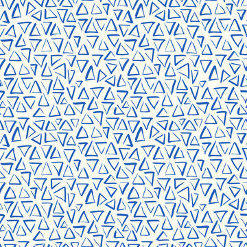 Playful Doodle Blue and White Geometric Vector Seamless Pattern with Hand-Drawn Brush Triangles. Brush Marker Doodle Zig-Zag Triangles. Abstract Organic Geo Print Perfect for Fashion, Textiles