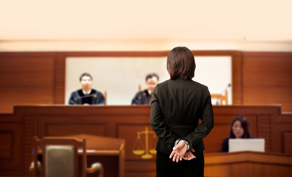 prisoner is handcuffed in the trial court in front of the judge