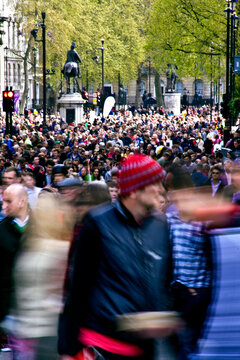 thousands of people congregate on the streets of London during a sporting event, the London marathon.