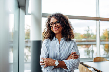 Obraz Smiling businesswoman standing in office - fototapety do salonu