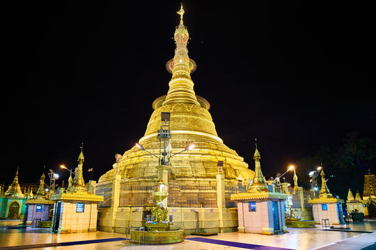 Botaung pagoda by night, Yangon, Myanmar (Burma)