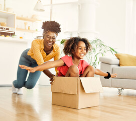 Fototapeta child family mother fun happy girl happiness daughter box together relocation moving cardboard box obraz