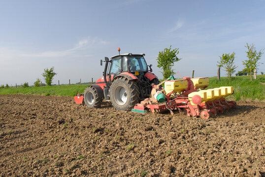 Semis maïs de printemps et travail du sol simultané