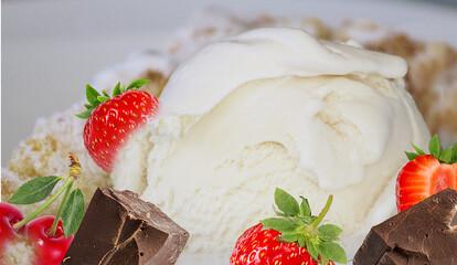 Fototapete - Splash and drops ice cream with strawberries, chocolate and cherries, cream