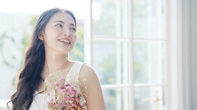 花束を持つ女性 ウェディングイメージ
