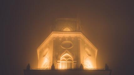 Wieża kościoła we mgle w Lublinie