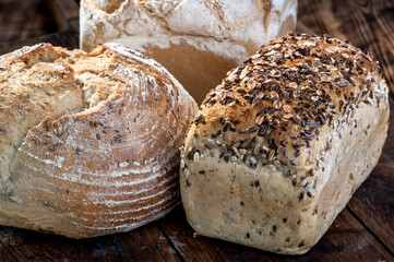 chleb pieczywo żytni pszenny naturalny zakwas piec kminek ziarna posiłek codzienny zdrowy jedzenie naturalny