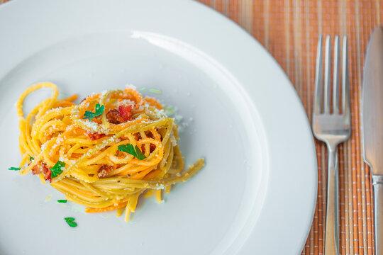 Spaghetti alla carbonara, receita italiana