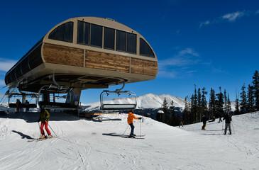 Fototapeta Ski lift at Breckenridge ski resort in winter time with snow in the Colorado Rocky Mountains. obraz