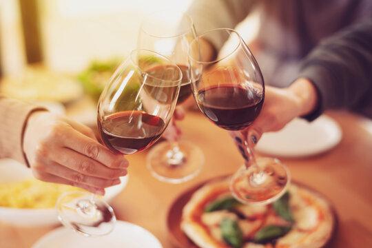 イタリア料理と赤ワインで乾杯